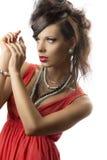 Retrato do brunette da forma com mão perto da face Imagem de Stock Royalty Free