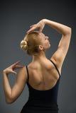 Retrato do busto da bailarina da dança com mãos acima fotos de stock