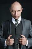 Retrato do busto do terno de negócio vestindo do homem de negócios calvo Imagens de Stock