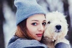 Retrato do cão e da mulher imagem de stock royalty free