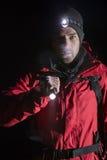 Retrato do caminhante masculino seguro com a lanterna elétrica na noite Fotos de Stock Royalty Free