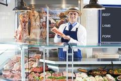 Retrato do carniceiro Standing Behind Counter fotografia de stock royalty free