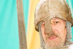Retrato do cavaleiro medieval em Marymas justo. Fotos de Stock