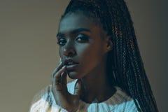 retrato do close-up da menina afro-americano atrativa imagens de stock royalty free