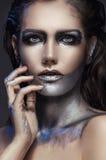 Retrato do close up da menina com composição de prata fotos de stock