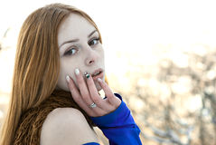 Retrato do close up da menina emocional bonita no inverno Fotografia de Stock Royalty Free