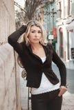 Retrato do close-up da menina do negócio, vestido em um terno de negócio, foto de stock royalty free