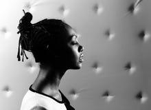 Retrato do Close-up da mulher africana bonita Imagem de Stock