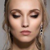 Retrato do close-up da mulher bonita com composição brilhante Fotos de Stock Royalty Free