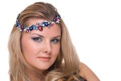 Retrato do close up da mulher com a ornamentação no cabelo Imagem de Stock Royalty Free