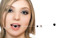Retrato do Close-up da mulher consideravelmente nova Foto de Stock Royalty Free