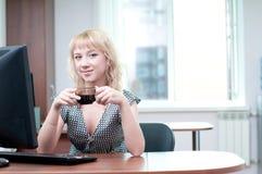Retrato do close up da mulher de negócio nova bonito fotos de stock