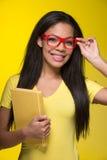 Retrato do close up da mulher de sorriso nova Fotografia de Stock
