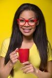Retrato do close up da mulher feliz nova Imagem de Stock Royalty Free