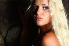 Retrato do close-up da mulher loura bonita Imagem de Stock Royalty Free