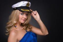 Retrato do close up da mulher no tampão de marinheiro imagem de stock royalty free