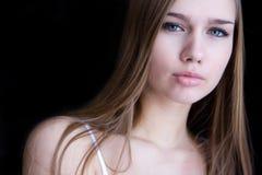 Retrato do close up da mulher nova Imagens de Stock Royalty Free