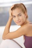 Retrato do close up da mulher nova feliz Foto de Stock Royalty Free