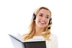 Retrato do close up de auriculares vestindo fêmeas do representante de serviço ao cliente imagens de stock