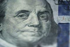 Retrato do close up de Benjamin Franklin em cem notas de dólar nova Imagens de Stock