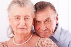 Retrato do close up de pares idosos de sorriso fotografia de stock