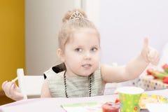 Retrato do close-up de quatro anos da menina imagem de stock