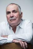 Retrato do close-up de um homem superior caucasiano com bigode foto de stock royalty free