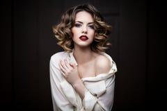 Retrato do close up de uma jovem mulher Foto de Stock