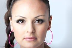 Retrato do close-up de uma mulher bonita Fotografia de Stock Royalty Free
