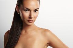 Retrato do close up de uma mulher da beleza com um rabo de cavalo imagens de stock royalty free