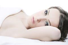 Retrato do Close-up de uma mulher nova fotografia de stock royalty free
