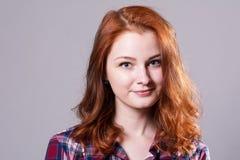 Retrato do Close-up de uma mulher nova bonita Fotos de Stock Royalty Free