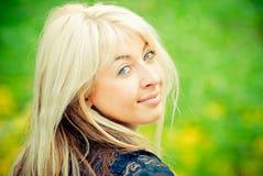 Retrato do Close-up de uma mulher nova bonita Fotos de Stock