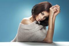 Retrato do close up de uma mulher ocre bonito Imagem de Stock Royalty Free