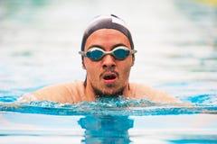 Retrato do close-up do homem do nadador fotos de stock royalty free