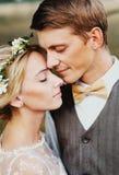 Retrato do close-up dos noivos Estilo rústico Imagens de Stock Royalty Free