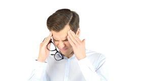 Retrato do close up do homem novo preocupado que tem a dor de cabeça realmente má Fotografia de Stock Royalty Free