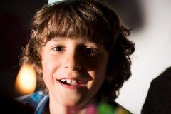 retrato do close-up do menino feliz adorável imagens de stock
