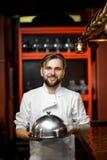 Retrato do cozinheiro do cozinheiro chefe fotografia de stock