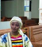 Retrato do dançarino da dança iemenita tradicional, Sanaa da mulher, Iémen imagem de stock royalty free