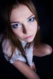 Retrato do encanto da mulher nova fotografia de stock