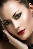 Retrato do encanto de uma mulher bonita Imagem de Stock Royalty Free