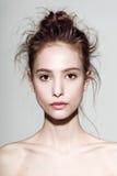 Retrato do encanto do modelo bonito da mulher com Fotos de Stock Royalty Free
