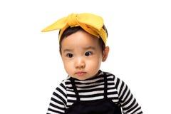 Retrato do estúdio da criança asiática bonita da menina fotografia de stock
