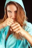 Retrato do estúdio da mulher dos esportes na posição do encaixotamento Foto de Stock Royalty Free