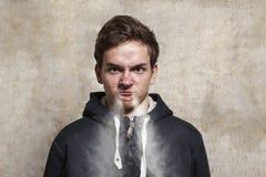 Retrato do estúdio de um menino do adolescente Emoções de uma pessoa, raiva Imagem de Stock Royalty Free