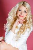 Retrato do estúdio de uma mulher bonita fotografia de stock royalty free