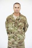 Retrato do estúdio do soldado Wearing Uniform imagens de stock