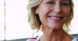 Retrato do executivo fêmea 4k video estoque
