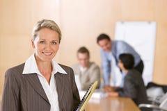 Retrato do executivo fêmea bonito Imagens de Stock